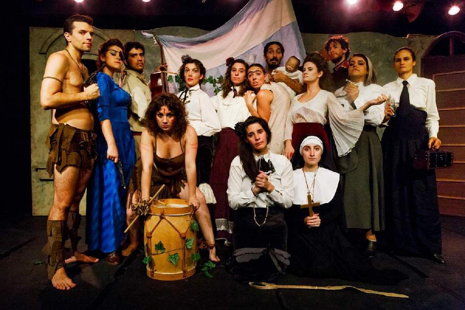 """""""Nuestra tierra"""", una teatro-novela con un dispositivo escénico muy particular"""