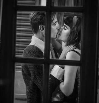 """""""Leo tus labios"""", un amor juvenil que se renueva en el presente"""