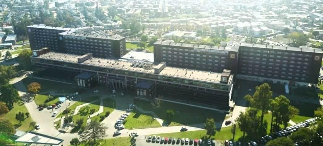 El Hospital Posadas, en estado de alerta por despidos y cierre de servicios