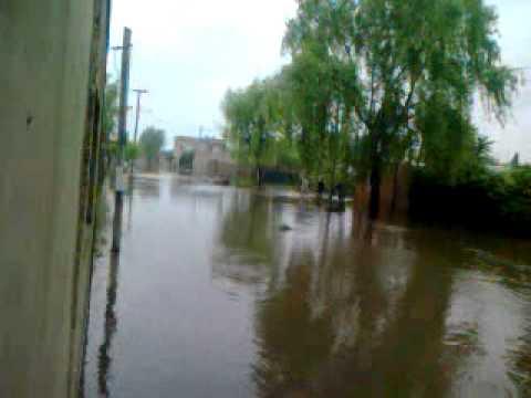 Inundaciones en Virrey del Pino: amenazan a docentes que abrieron una escuela para albergar a la comunidad
