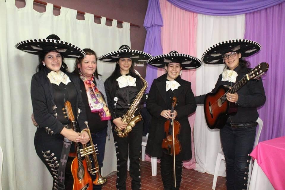"""""""Las Reinas"""", la agrupación de mariachis mujeres que desafían los estereotipos"""
