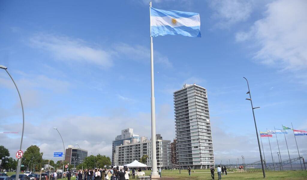 """Se inauguró un Mega Mástil en Rosario: """"Queremos mostrar que esta es la ciudad donde nació la bandera"""""""