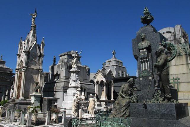 Cementerios de Rosario: cómo son las visitas guiadas para conocer El Salvador y La Piedad