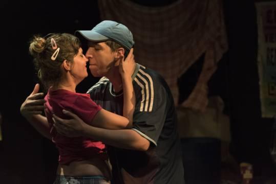 """""""Menea para mí"""", una obra sobre la marginalidad, la exclusión, la cumbia y el amor"""